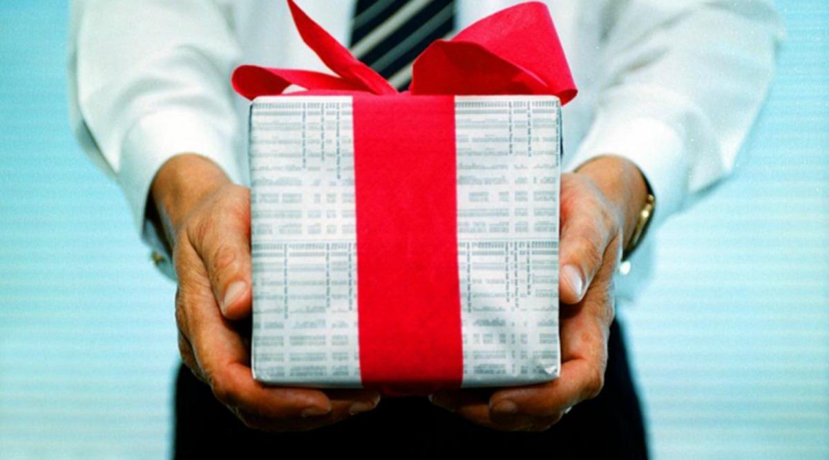 Idee Regalo Per Colleghi D Ufficio : Idee regalo per i colleghi di lavoro pigiama unicorno